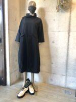 おしゃれな黒の服、ちょっときちんとした服をさがしていませんか